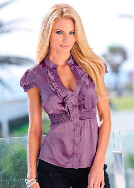 Я считаю, что блузка неотъемлемая вещь женского гардероба. . Блузки из атласа могут быть праздничным вариантом, а