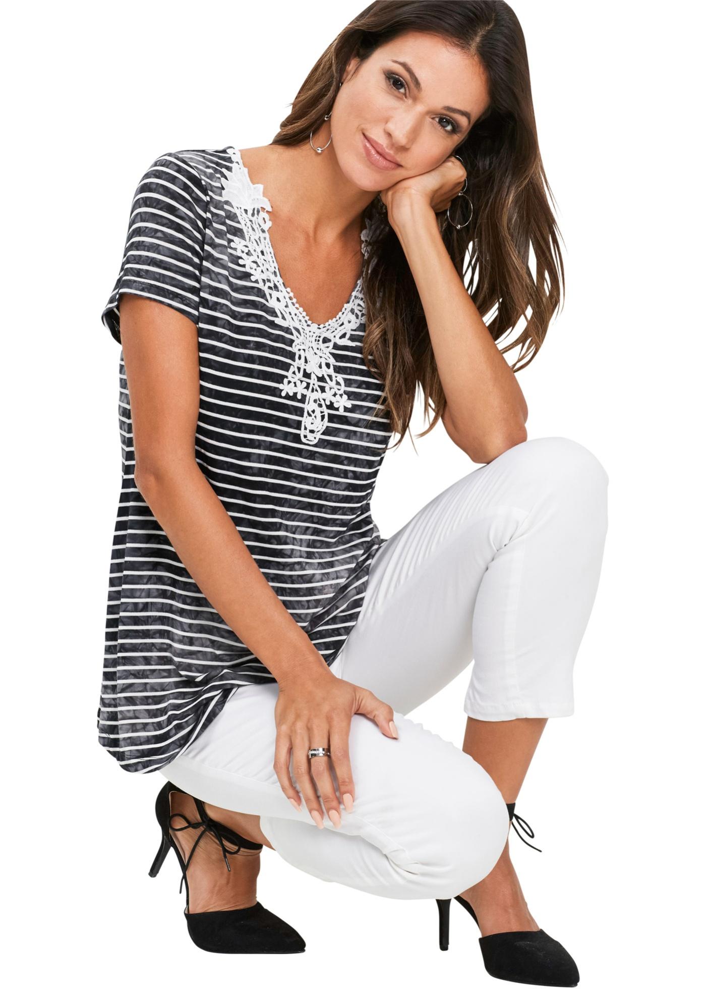 Shirt mit Spitze kurzer Arm  in schwarz für Damen von bonprix