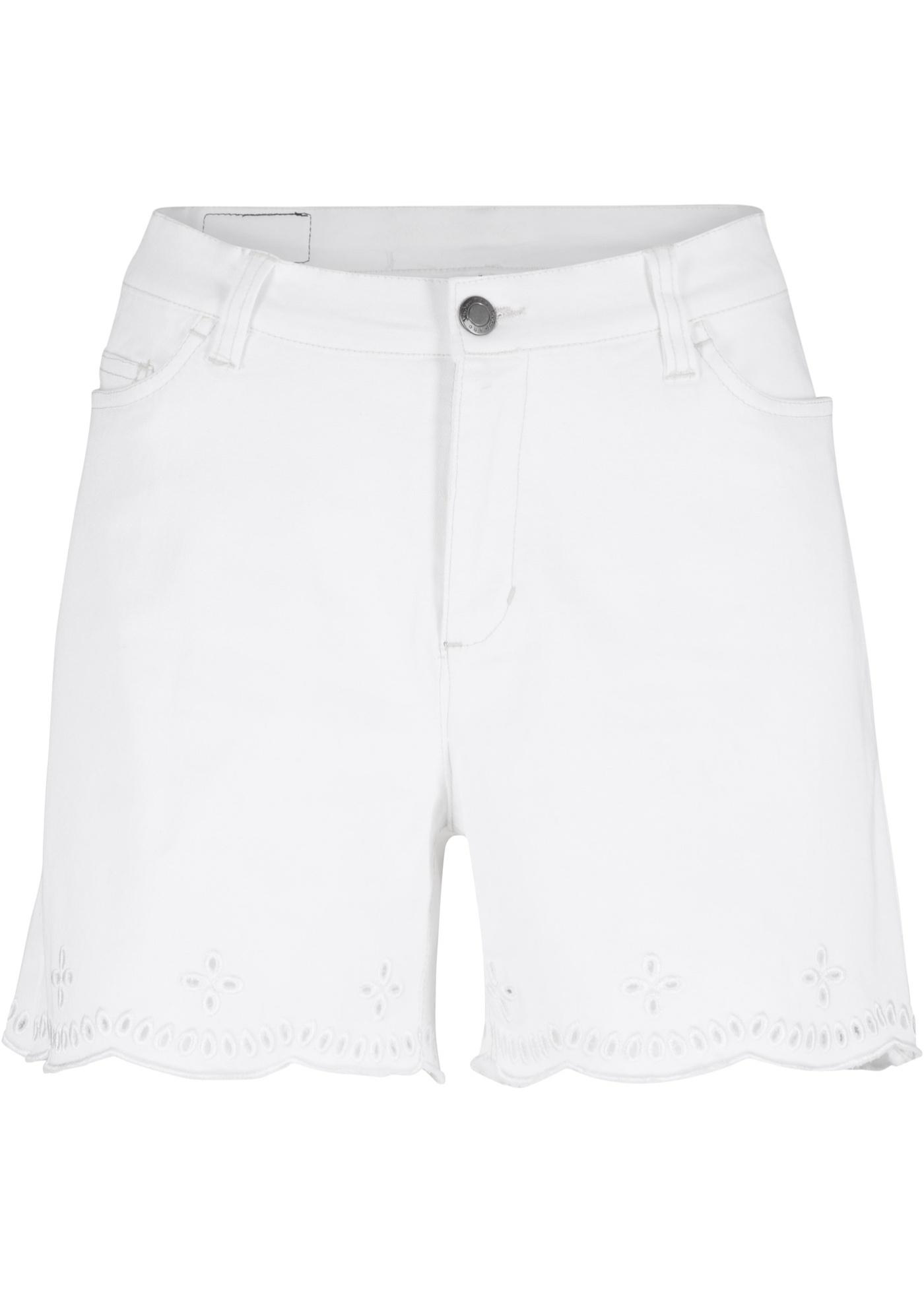 Jeans-Shorts mit Lochspitzenkante in weiß für Damen von bonprix