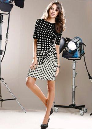 Vestido de malha com estampa gráfica