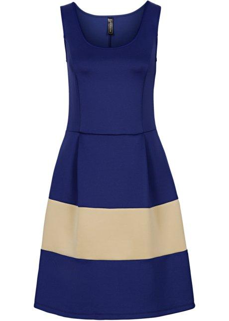 Kleid mit weitem rock