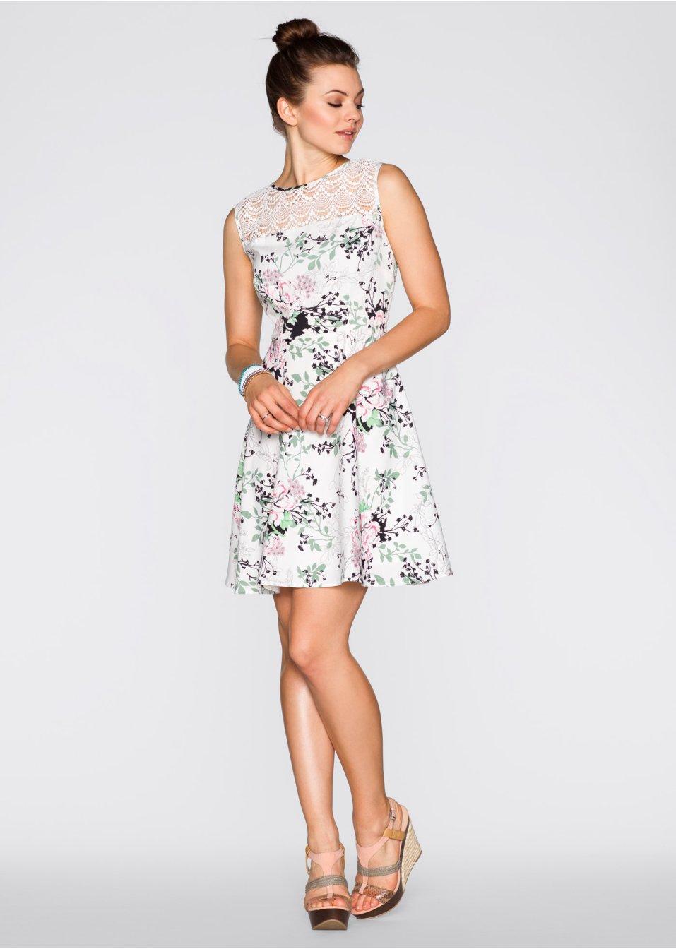 Schönes Kleid mit Spitze am Ausschnitt und ausgestelltem ...